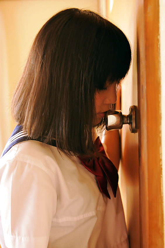 Japanese girl humps on door knob video think